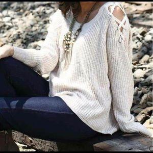 ⬇️ Chunky Sweater Crisscross Shoulder Detail 2X